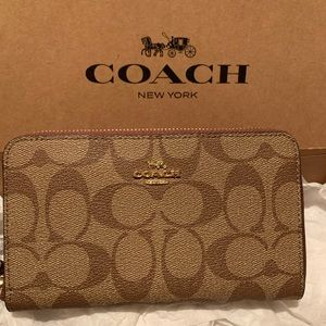 COACH SIGNATURE PVC Printed Phone Wallet Wristlet